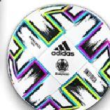 Fußball von Adidas
